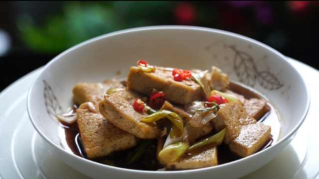 葱爆豆腐的家常做法,入味又下饭