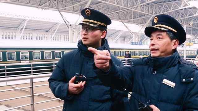 """""""站台""""父子兵坚守春运6年"""