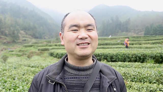 小县城农业局长做直播帮乡亲卖农货