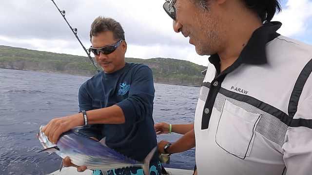 跟随塞班岛30年驾龄船长深海垂钓