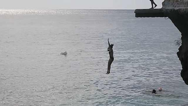 长滩岛悬崖跳水多刺激?需签生死状