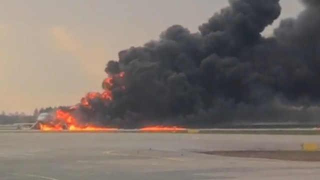 俄罗斯一客机起火:41人死亡