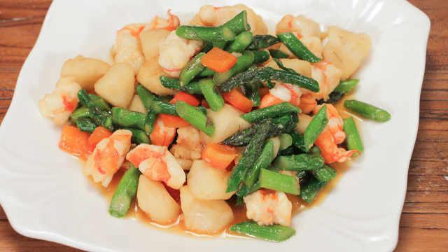 芦笋马蹄炒虾仁,口感清爽营养低脂