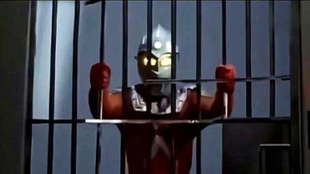人类不断作死,强行囚禁3个奥特曼