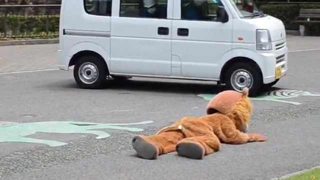 獅子逃脫演習訓練,真獅子:???