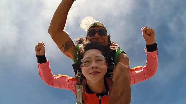 在毛里求斯体验刺激好玩的高空跳伞
