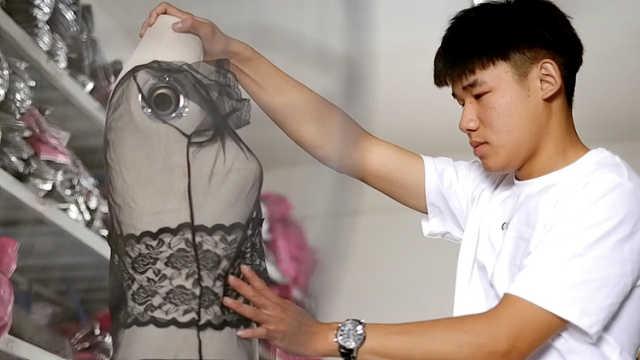 江西17岁小伙做内衣客服