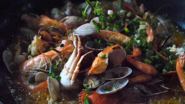 奇鲜无比的海鲜锅,一锅不够点三锅