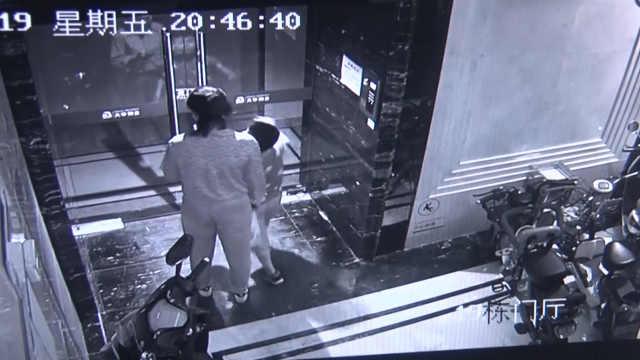 男子电梯内裸露生殖器,市民吓报警