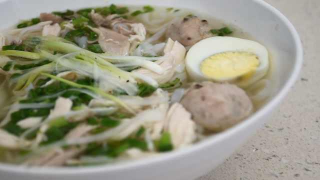 想念家乡菜,越南小哥南宁卖鸡肉粉