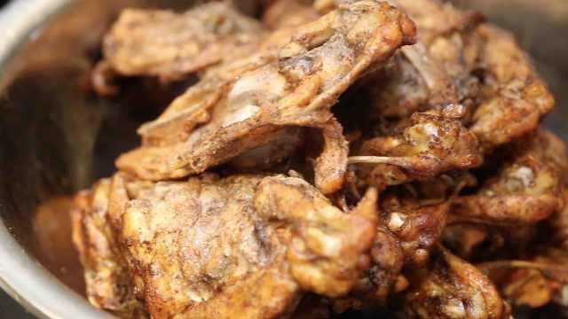 吃鸡靠缘分 每天仅5锅的香嫩鸡肉架